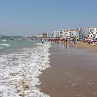 """Ir duchado y no permanecer """"más de 4 horas"""" en la playa"""