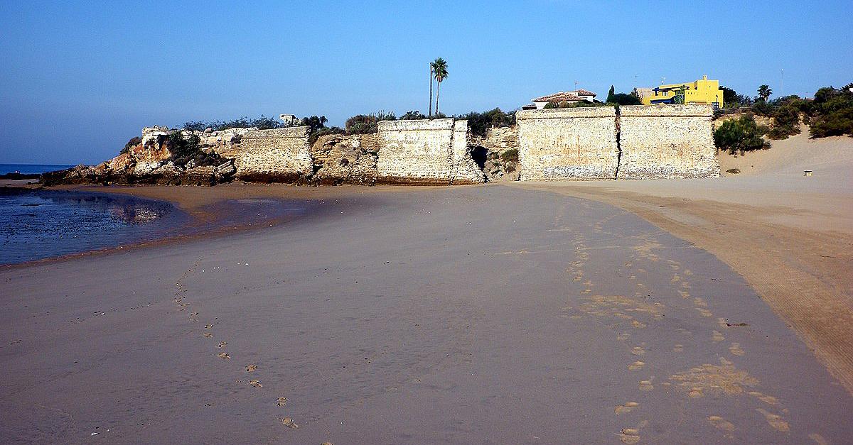 El PSOE pide información sobre la pérdida de la Bandera Azul de la playa La Muralla