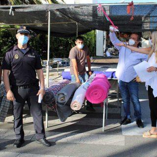 Blanca Merino supervisa la reapertura del mercadillo de los martes