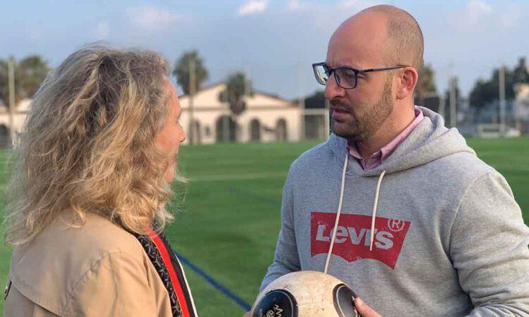 El campo de fútbol de El Juncal estrena nuevo césped artificial