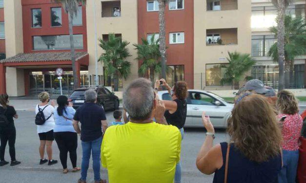 Fuerza y ánimo para los mayores y trabajadores de la residencia de Valdelagrana