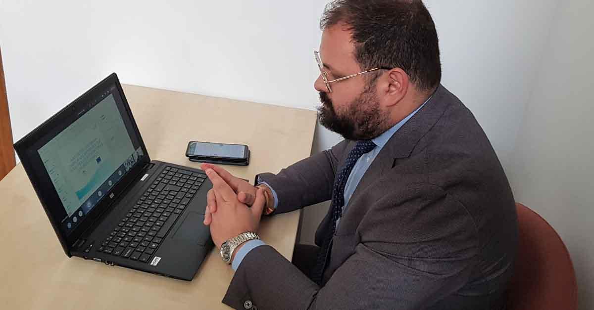 Bello recomienda a emprendedores y empresarios que se suscriban al Boletín de Información de la OAE
