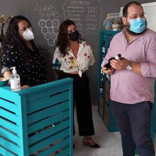 Bello visita la instalaciones de 4OjosWines SL en el Polígono de Salinas de Poniente
