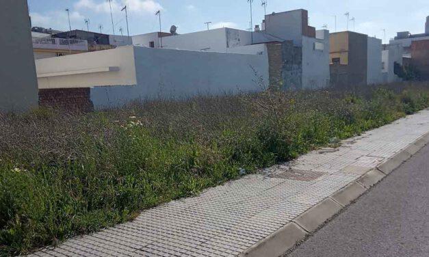 El PSOE denuncia el mal estado del entorno del Centro Cívico de El Puerto