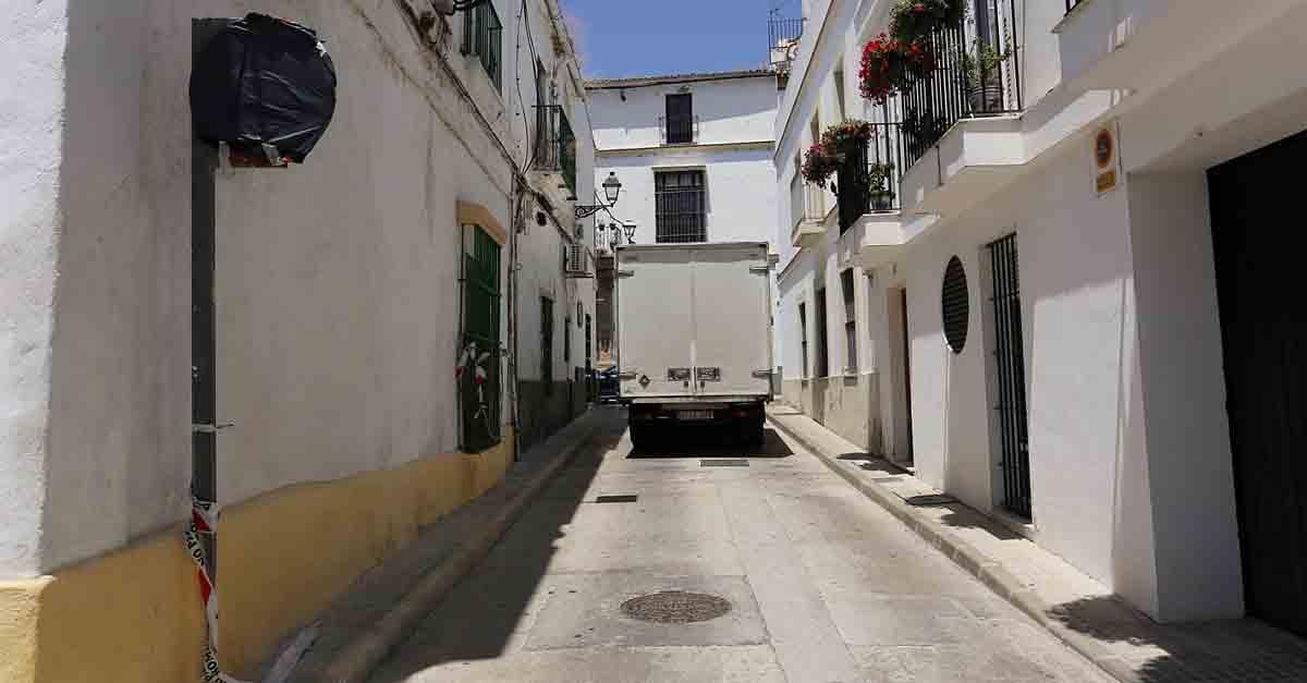 Mantenimiento Urbano cambia el sentido del tráfico de la calle Caldevilla en el centro histórico