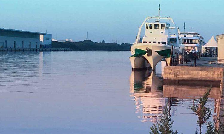 El catamarán de la Bahía de Cádiz suspende el servicio temporalmente