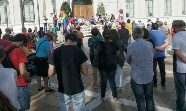 """Pensionistas y colectivos se manifiestan por unas """"pensiones dignas"""""""
