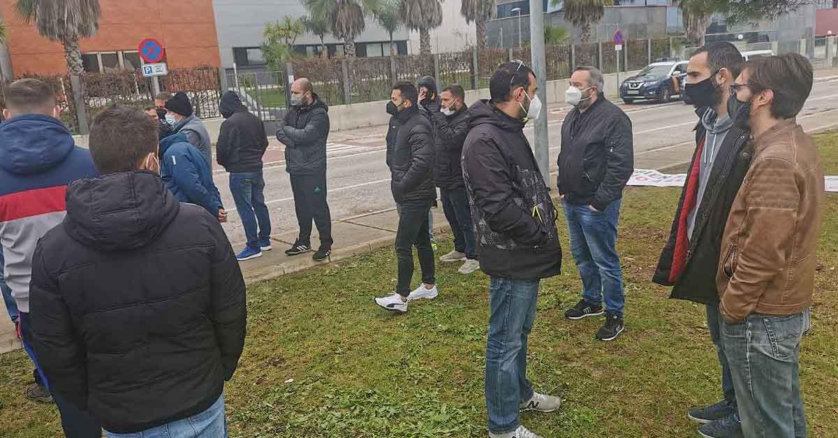 IU y PCA trasladan su apoyo a la plantilla de Aerotecnic en El Puerto