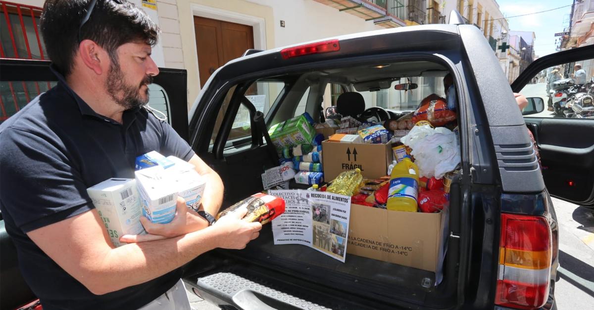 La Caravana Solidaria de Capataces y Costaleros