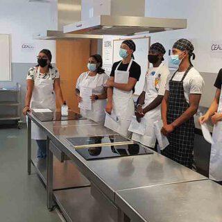 Inaugurado un nuevo curso de Operaciones Básicas de Cocina en el Centro Cívico