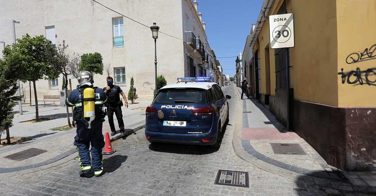 Policía y Bomberos intervienen en un escape de gas en una vivienda en la calle San Juan