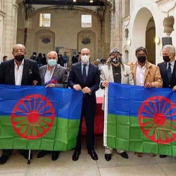 El Puerto iza la bandera romaní para demostrar el orgullo del pueblo gitano