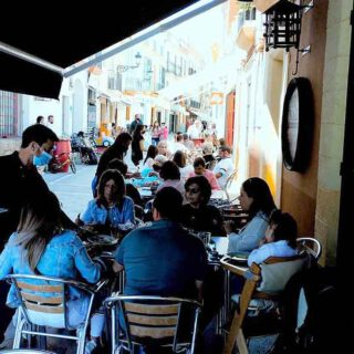 La hostelería portuense se toma un respiro con la Motorada y el Día de la Madre