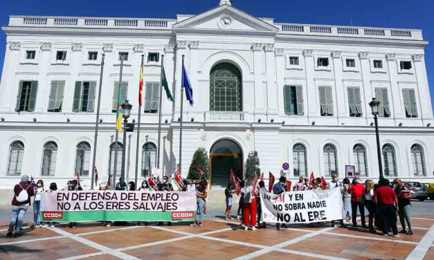 Concentración contra el ERE que pretende H&M y que afectaría a 26 trabajadoras en El Puerto