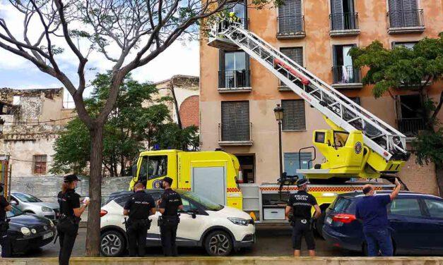 Una persona trasladada al hospital tras un aparatoso incendio en una vivienda en El Puerto