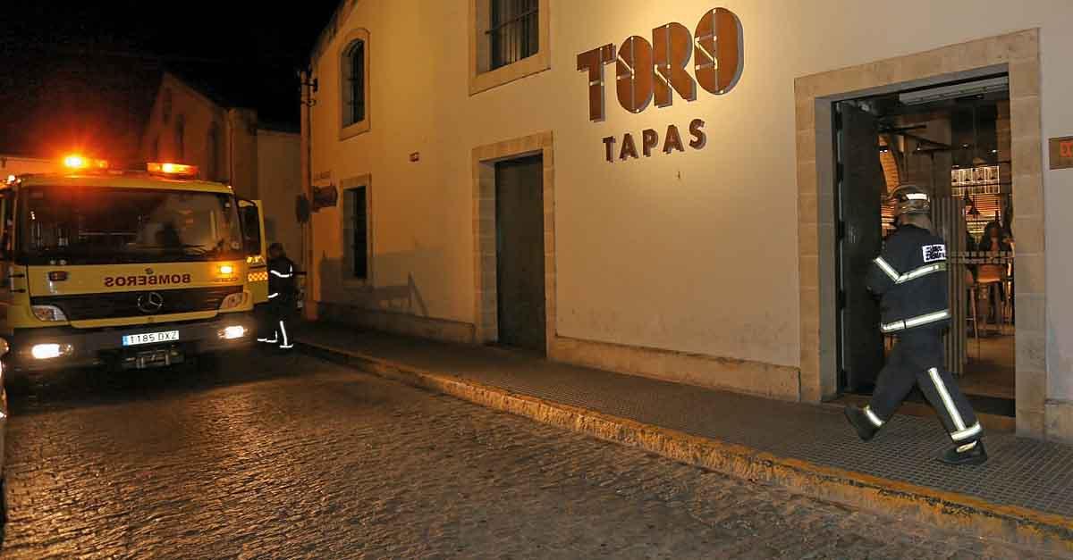 Bomberos intervienen en un pequeño incendio en la cocina de Toro Tapas