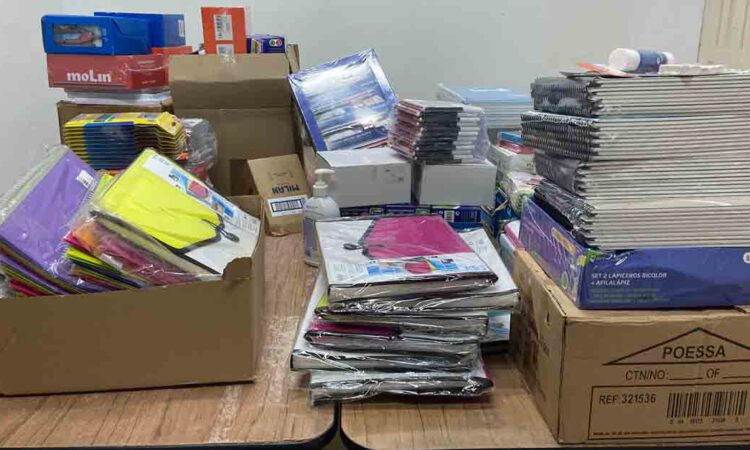 """El colectivo """"L@s Invisibles"""" entrega 50 nuevos lotes de material escolarde Secundaria"""