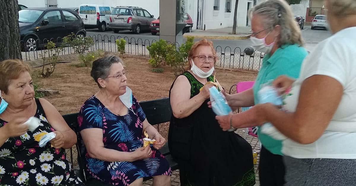 La Flave reparte a las asociaciones vecinales las mascarillas donadas por la Fundación Cádiz CF