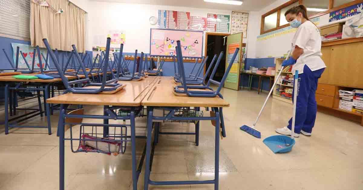 """IU: """"La parálisis de Medio Ambiente afecta a la limpieza de colegios"""""""