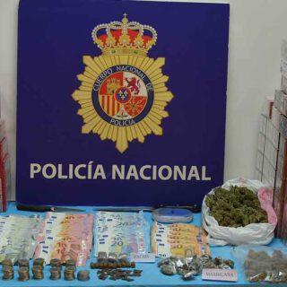 Desmantelado un punto de venta de drogas y tabaco en la barriada de El Tejar