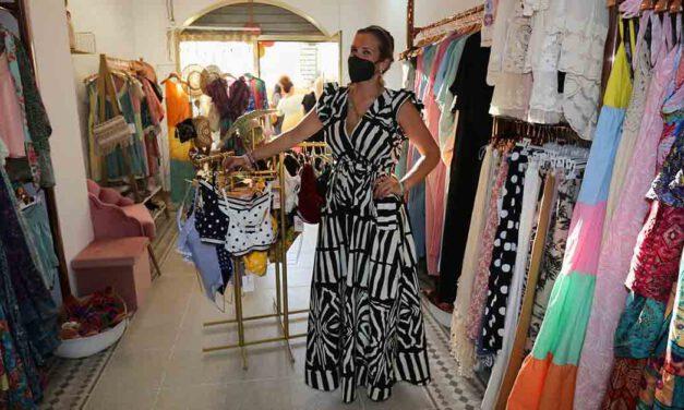 Ana Esther Mena ofrece un look para cada ocasión en su tienda Qkda Complementos en Vistahermosa
