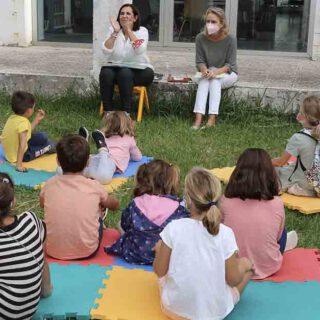 Los niños celebran el Día de las Bibliotecas con una lectura colectiva