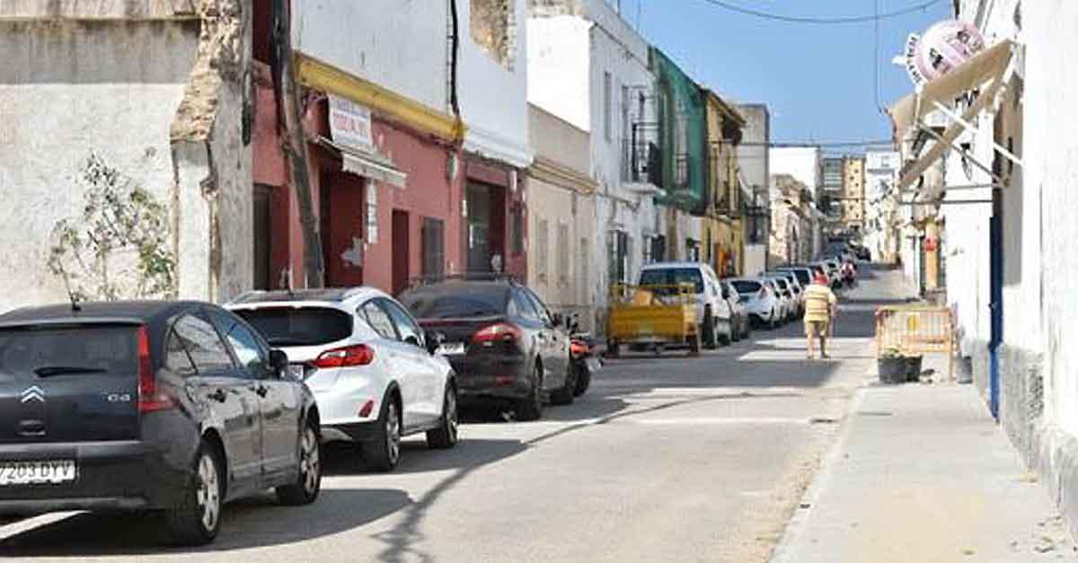 Mantenimiento Urbano finaliza la colocación del nuevo acerado de la calle Postigo