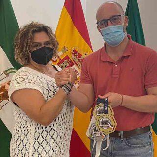 Beardo felicita a la atleta Mila Cuevas por el Campeonato de Europa Máster de Powerlifting