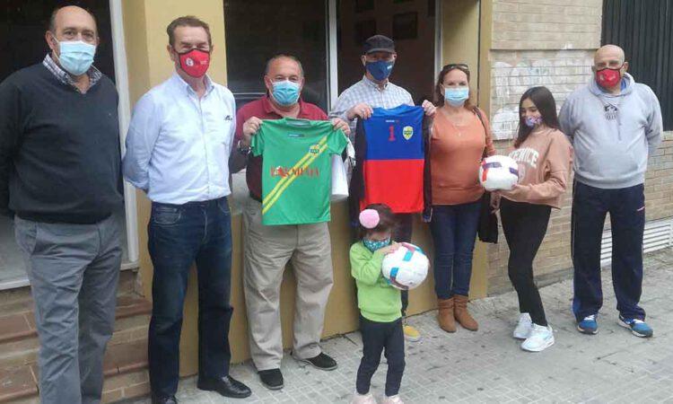 El R.C. Portuense Veteranos dona material deportivo para ayudar a familias en riesgo de exclusión social