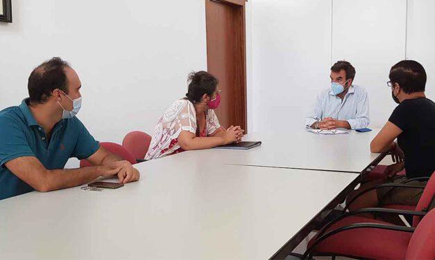 Alegre se reúne con Revive El Puerto para abordar el futuro del servicio de autobuses