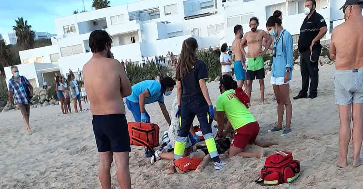 Fallece una mujer de 36 años en la playa de Las Redes