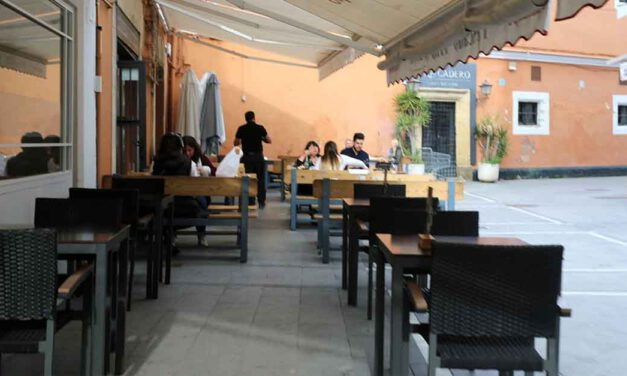 Los bares de El Puerto podrán abrir hasta las 22:30 horas desde este viernes
