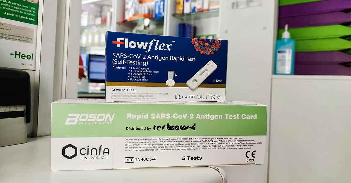Los autotest de antígenos vuelan de las farmacias portuenses en el primer día de venta sin receta