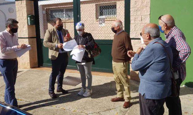 Javier Bello se reúne con la Asociación de Vecinos de Valdelagrana