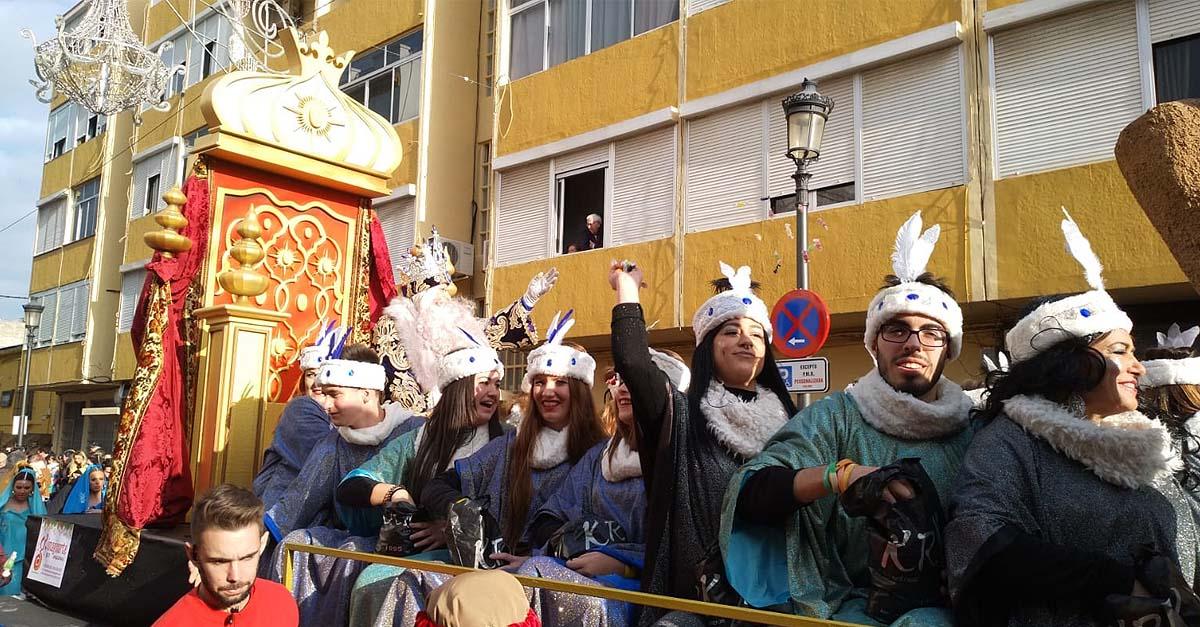 Los Reyes Magos llenan de ilusión las calles de El Puerto