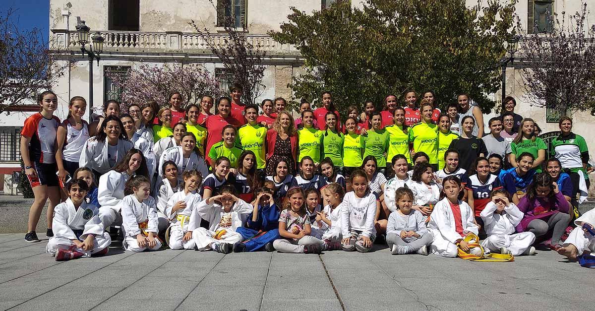 El Ayuntamiento celebra el 8M con un encuentro de 200 mujeres deportistas