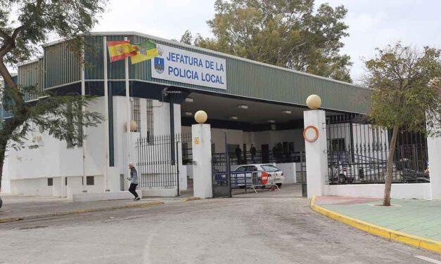 La UPBLA denuncia que el Jefe de la Policía Local de El Puerto fuma puros en la Jefatura