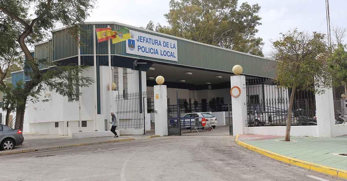 La UPLBA denuncia que el Jefe de la Policía Local de El Puerto fuma puros en la Jefatura