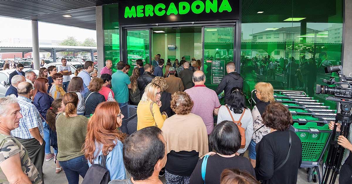 La Policía controla ya los accesos de los supermercados en El Puerto
