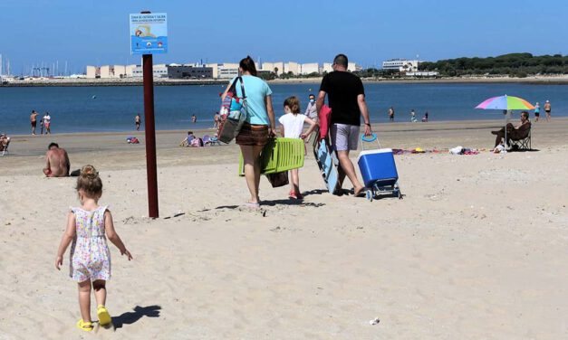 El Puerto estrena la fase 2 hacia la nueva normalidad con la apertura al baño en sus playas