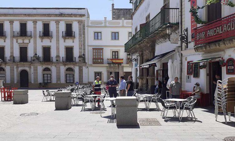 Instalados dados de granito para proteger a los peatones en la Plaza de España