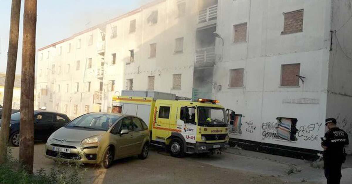 Nuevo incendio en uno de los pisos abandonados en la barriada de Jose Antonio