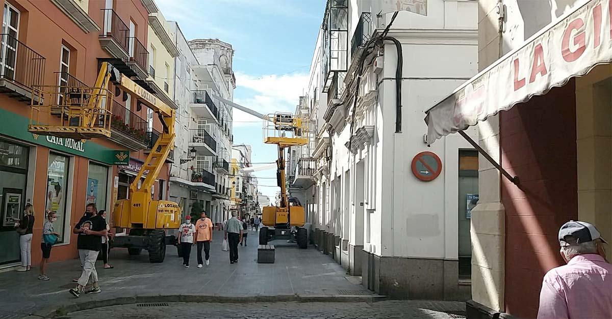 Comienza la instalación de los toldos en el centro de El Puerto