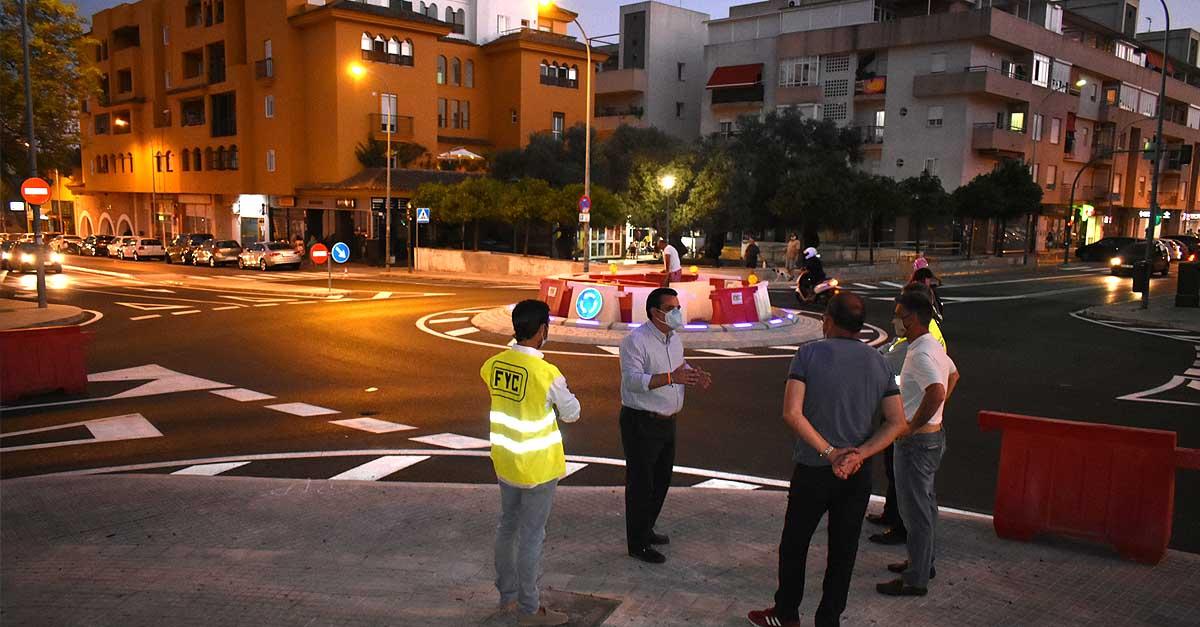 La rotonda de La Libertad, primera de Andalucía en contar con bordillo de luces LED
