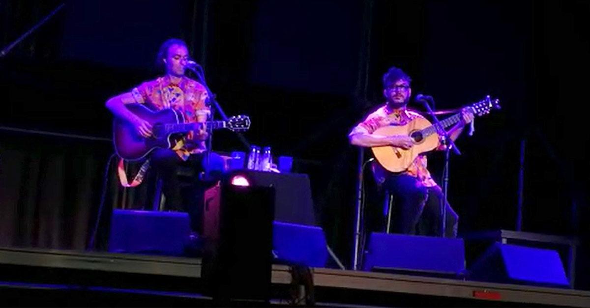 Antílopez hace vibrar con su música y su sentido del humor el escenario de Soko Puerto
