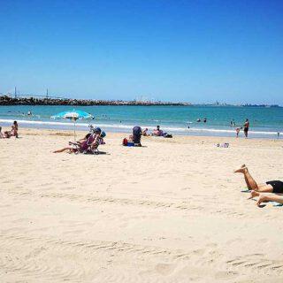 Multas de hasta 750 euros por ensuciar las playas de El Puerto