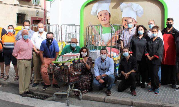 """La campaña """"El Puerto Solidario de Primera"""" entrega a Cáritas 600 kilos de alimentos"""