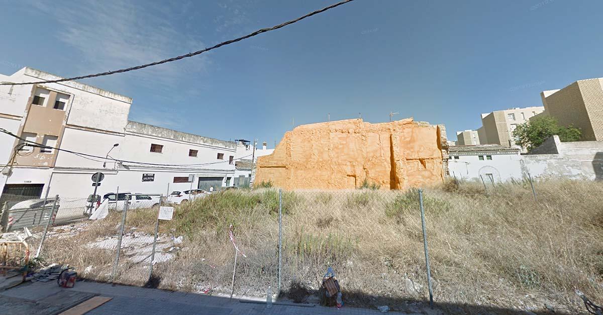 El Ayuntamiento limpia de forma subsidiaria la parcela de Cruces con Espelete
