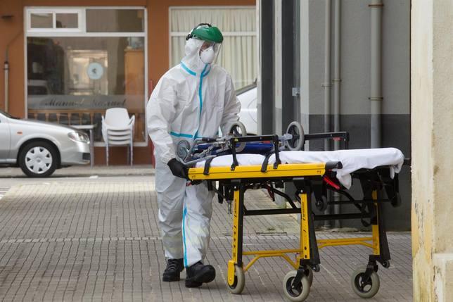 Andalucía reduce el número de hospitalizaciones, aunque hay uno más en la UCI