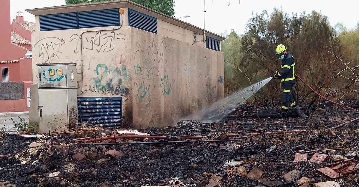 La rápida actuación de los Bomberos evita que un incendio afecte a una subestación eléctrica